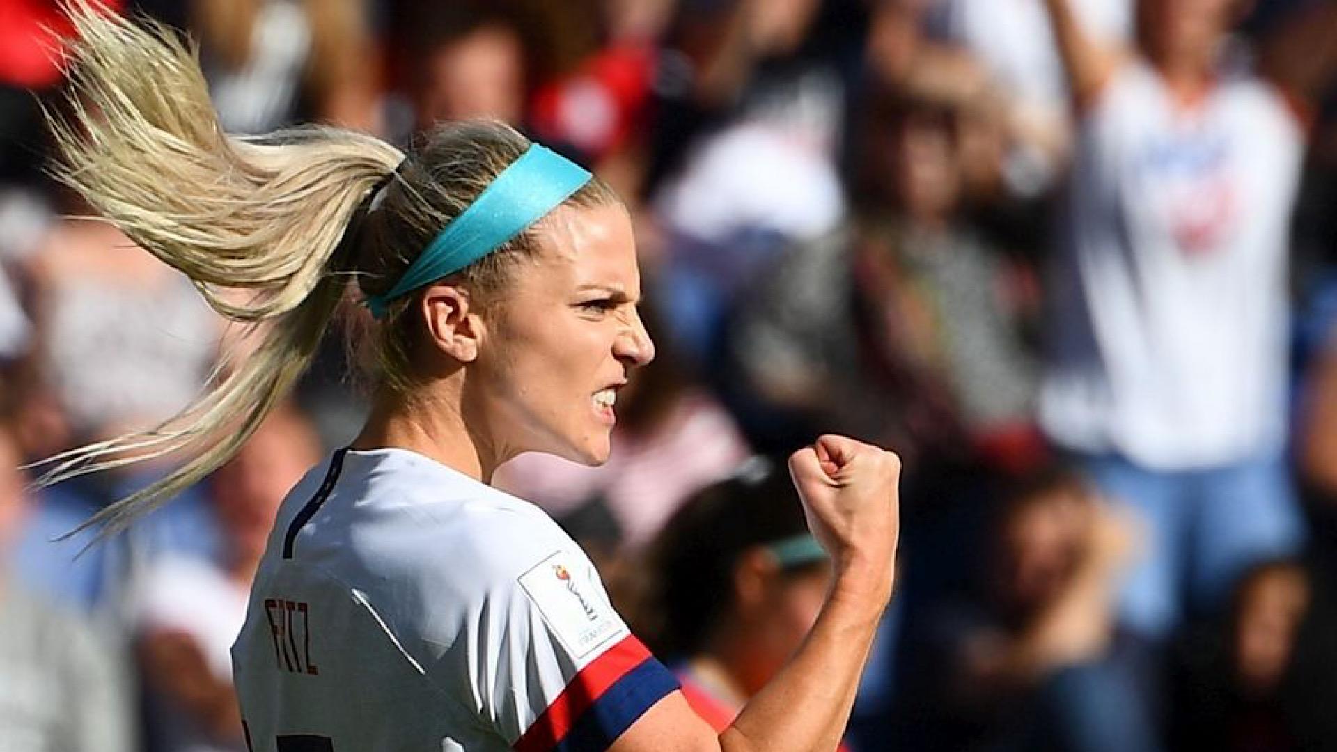 Julie Ertz, le poing serré, toute la détermination des Américaines en une image © Crédit photo : FRANCK FIFE AFP