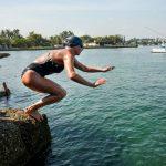 Chloe McCardel, nageuse australienne, bat de record masculin du nombre de traversées de la Manche