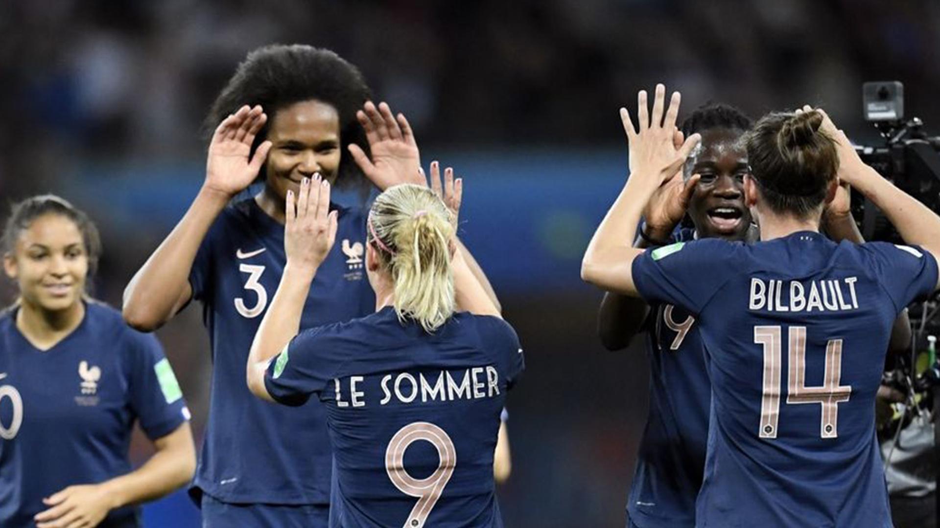 sport féminin toujours image illustration football