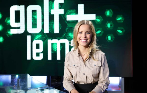 La journaliste Pauline Sanzey présente l'émission golf +