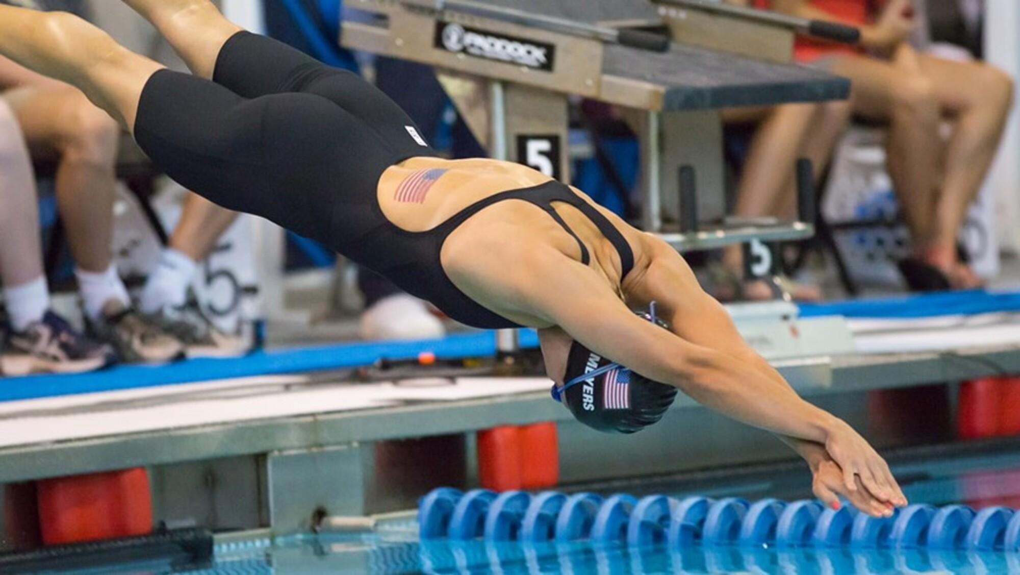 Rebecca Meyers plonge en natation