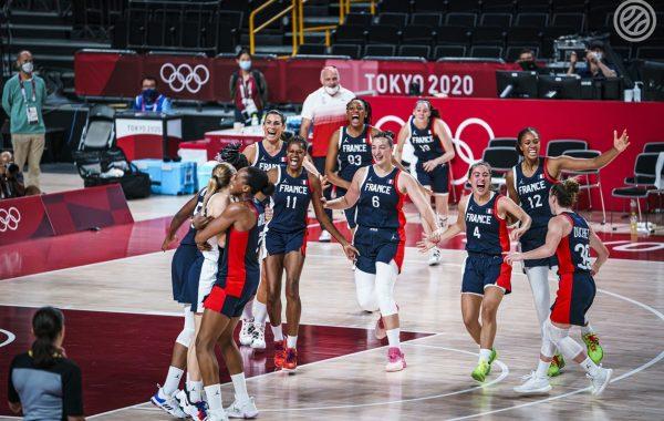 L'équipe de France de basket savoure sa médaille de bronze