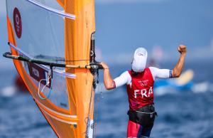 Sur le bassin nippon, Charline Pion célèbre sa victoire