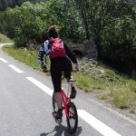 Karine Chambonneau monte des cols routiers en BMX.
