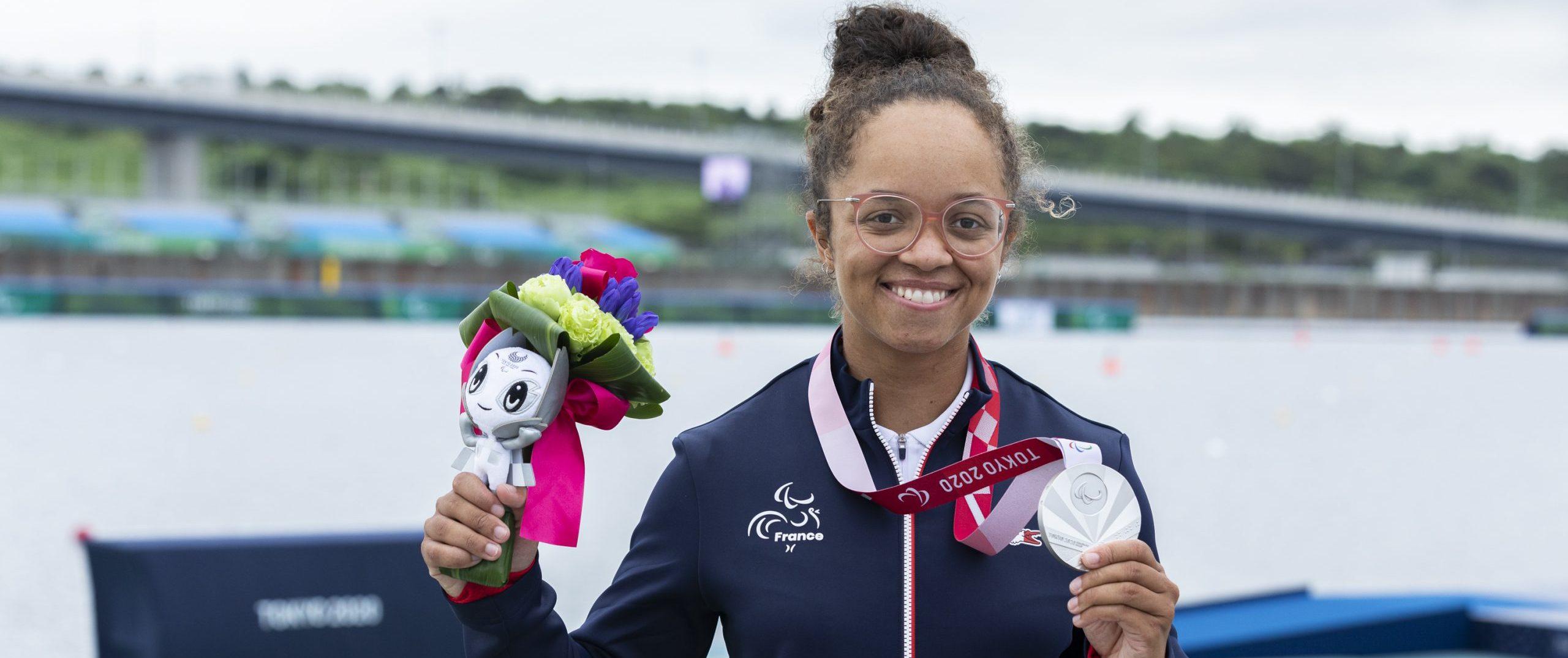 A 22 ans, pour ses premiers jeux paralympiques, Nélia Barbosa décroche la médaille d'argent en para canoë, sur 200m KL3.